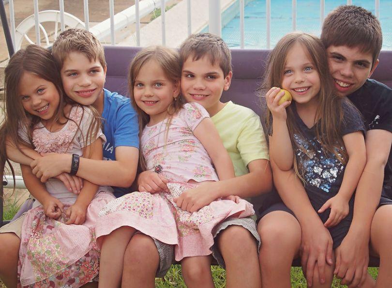 5d68d21667324 655 months dedos house4 5d551169c97d8  880 - Mãe de gêmeos e depois trigêmeos documenta sua família em fotos adoráveis