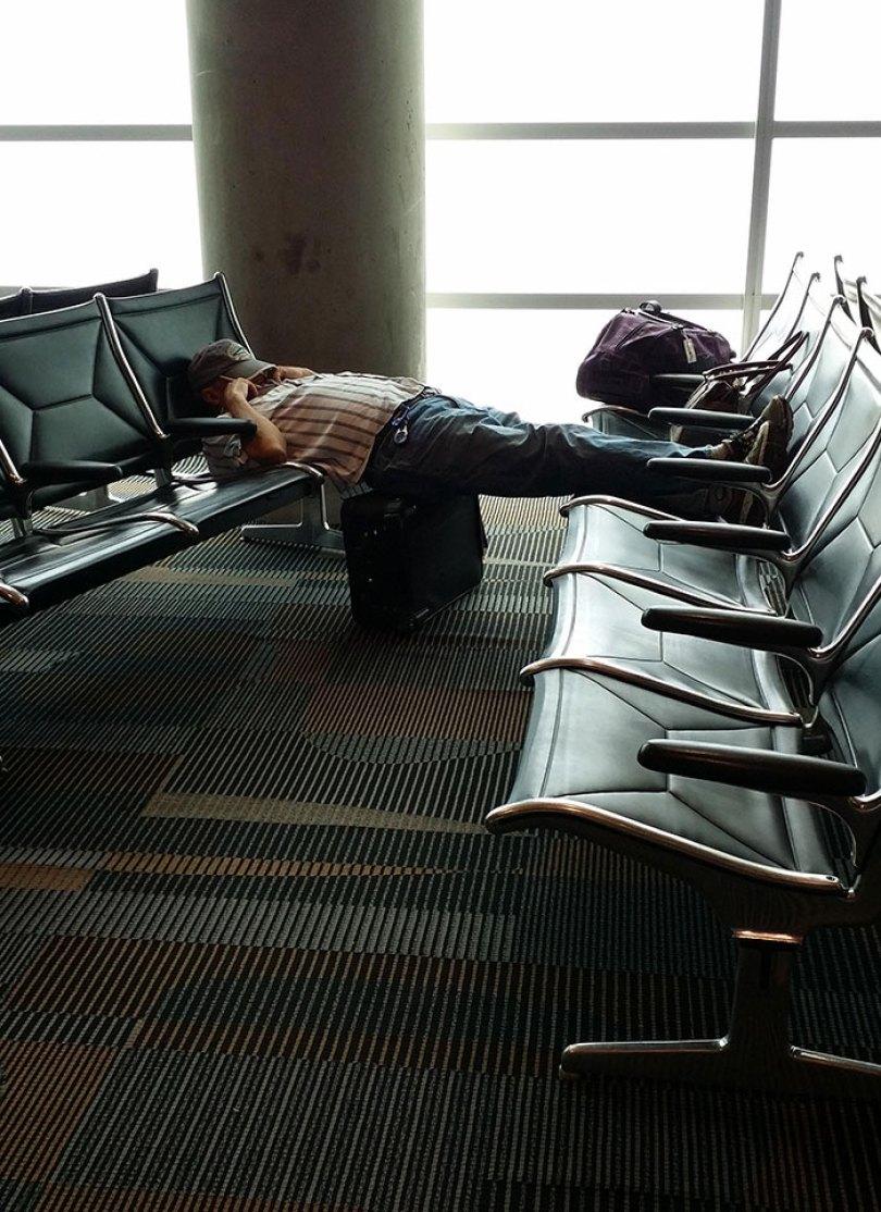 5d832ed7108e9 funny people sleeping positions 69 5d7617ad80f96  700 - Pessoas dormindo em posições extremamente desconfortáveis