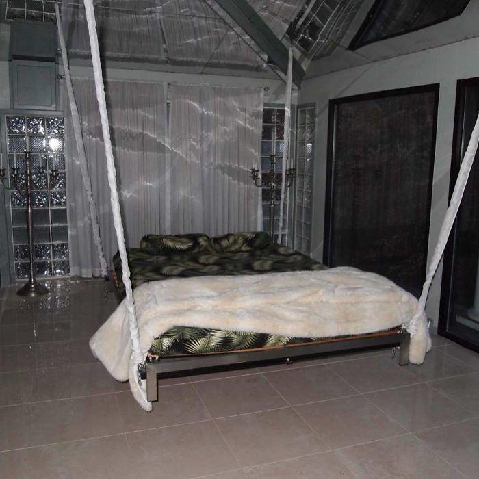 5d9ee097f27f2 BgcWlXAhtBk png  700 - 30 camas bizarras que só precisavam ser compartilhadas