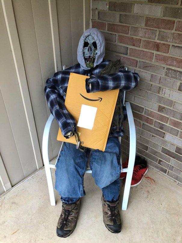 5dbbe5d3a8e85 creative halloween decorations 2 5db83802e185e  700 - Americanos levam o Halloween a sério