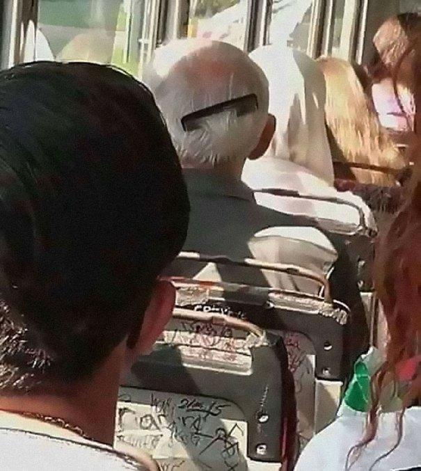5dc3d4b9a7164 humans of trolleybuses 316 5dc2855b36d6e  700 - Conta do Instagram compartilha as coisas mais estranhas do transporte público