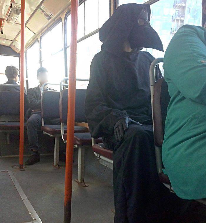 5dc3d4ba1ddab BGedvrfB7Yl png  700 - Conta do Instagram compartilha as coisas mais estranhas do transporte público