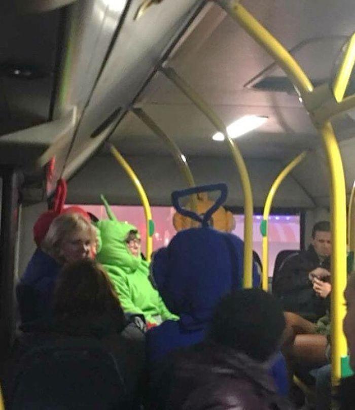 5dc3d4bb03eb6 BuRkmE8BKav png  700 - Conta do Instagram compartilha as coisas mais estranhas do transporte público