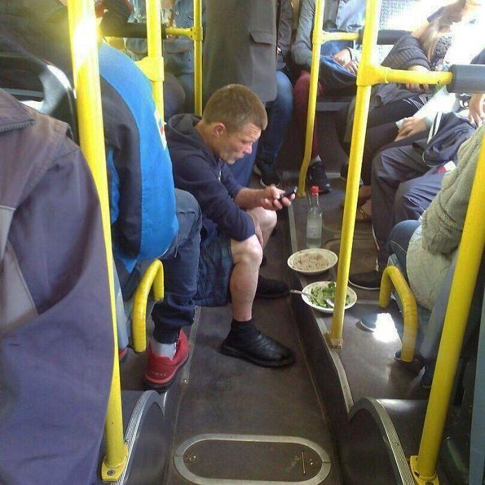 5dc3d4bd3466c BVj vpwjKh7 png  700 - Conta do Instagram compartilha as coisas mais estranhas do transporte público