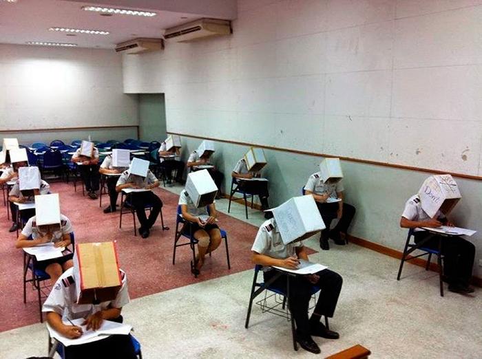 5dc522801c3b6 creative extreme teachers prevent cheating 4 5dc16e8e9555f  700 - 17 vezes que professores exageraram para alunos não colarem