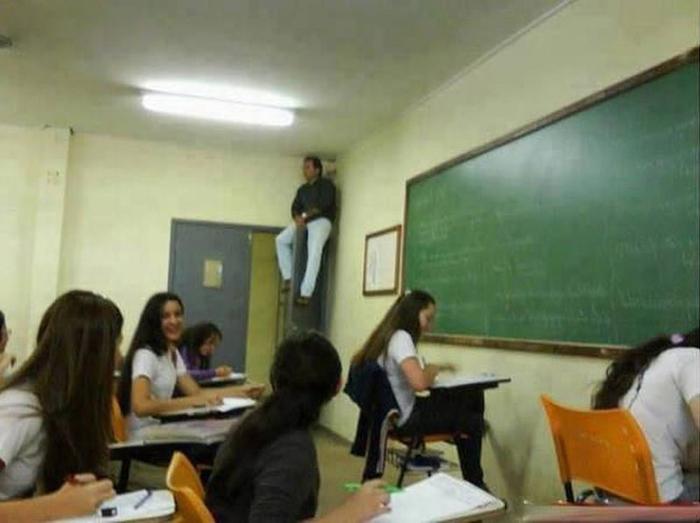 5dc522804aa95 creative extreme teachers prevent cheating 2 5dc16dde60ba0  700 - 17 vezes que professores exageraram para alunos não colarem