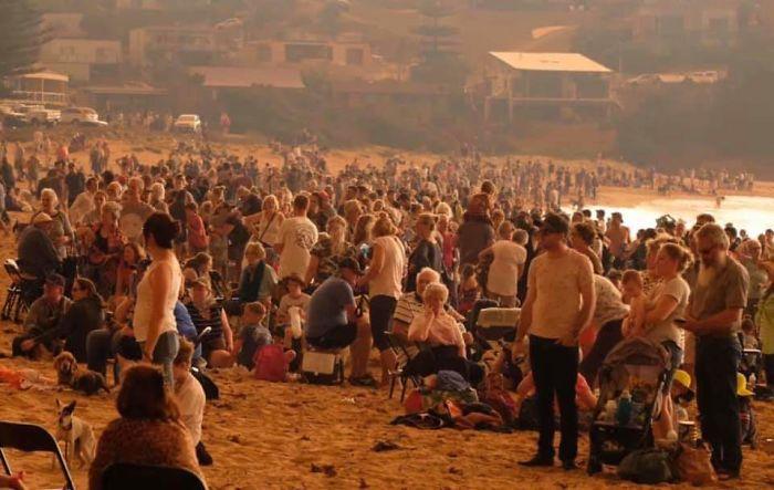 5e1443067a310 5e12eb415c736 rskrzo96ox841  700 - Internet compatilha 50 fotos que revelam as queimadas na Austrália