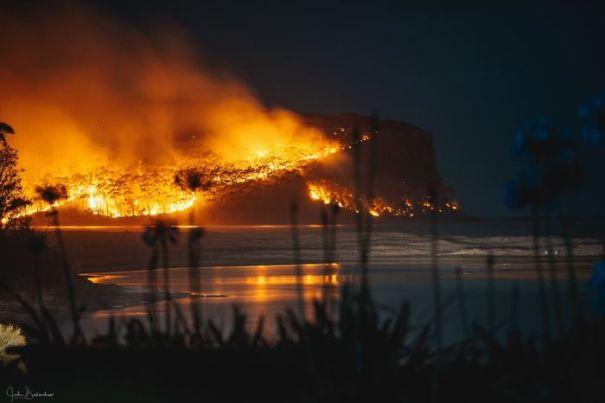 5e144306e17a0 australia fires photos 25 5e12f111b676c  700 - Internet compatilha 50 fotos que revelam as queimadas na Austrália