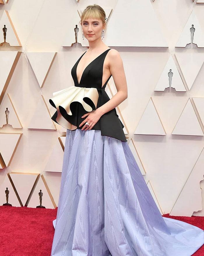 5e43b70a62ef3 celebrities actors recycled clothes sustainability oscars 4 5e42ad1a3f270  700 - Ricas, sim! Repetir o vestido, também!
