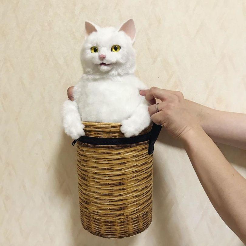 5e577ebf8dcef Japanese artist continues to create bags in the shape of cats and realism impresses 5e54cfc11e58b  880 - Artista japonês cria Bolsas de gatos que assustam de tanta veracidade