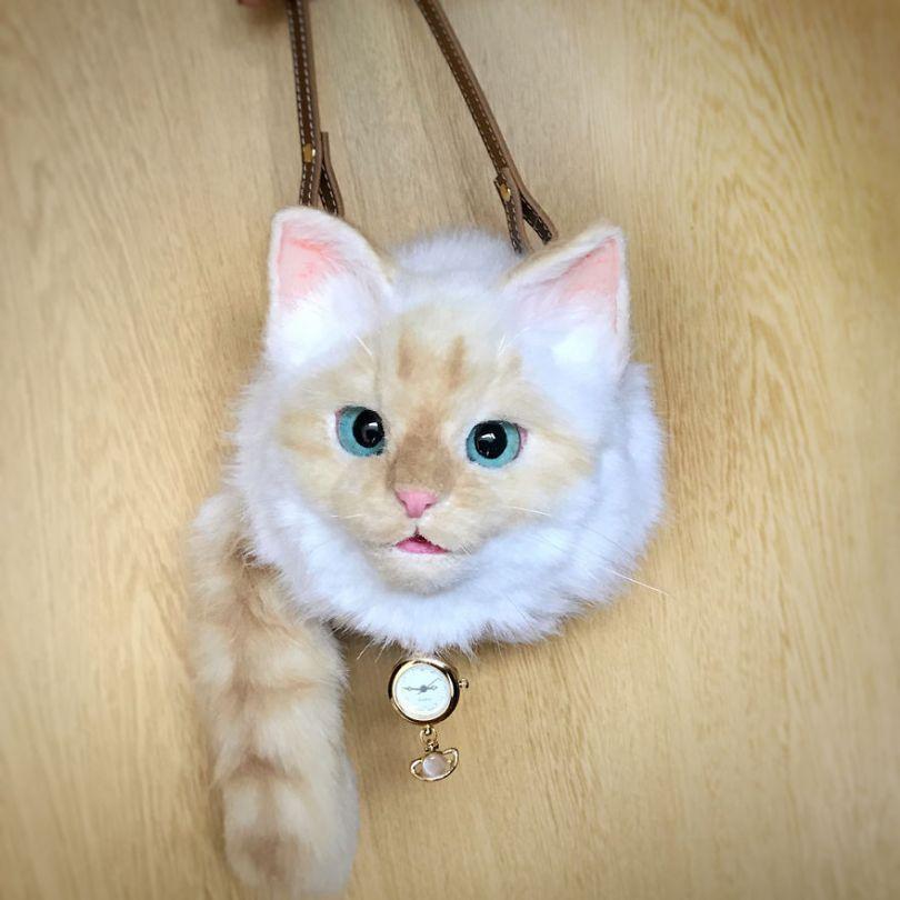 5e577ec480bc9 Japanese artist continues to create bags in the shape of cats and realism impresses 5e54d115a4f3e  880 - Artista japonês cria Bolsas de gatos que assustam de tanta veracidade
