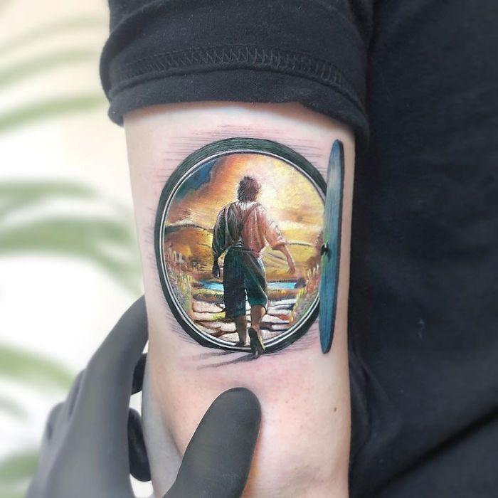 5e689af96b3df B4aEHLolmBi png  700 - Tatuagens minúsculas inspiradas na cultura Pop de tatuador Israelense