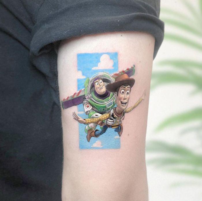 5e689afc749a2 B2oUPp6ldWA png  700 - Tatuagens minúsculas inspiradas na cultura Pop de tatuador Israelense