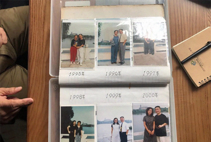 5f3f745e172af dad daughter same photo location different year hua yunqing 1 1 5f3e28101cc4b  700 - Mesma foto, mesmo lugar há 40 anos!