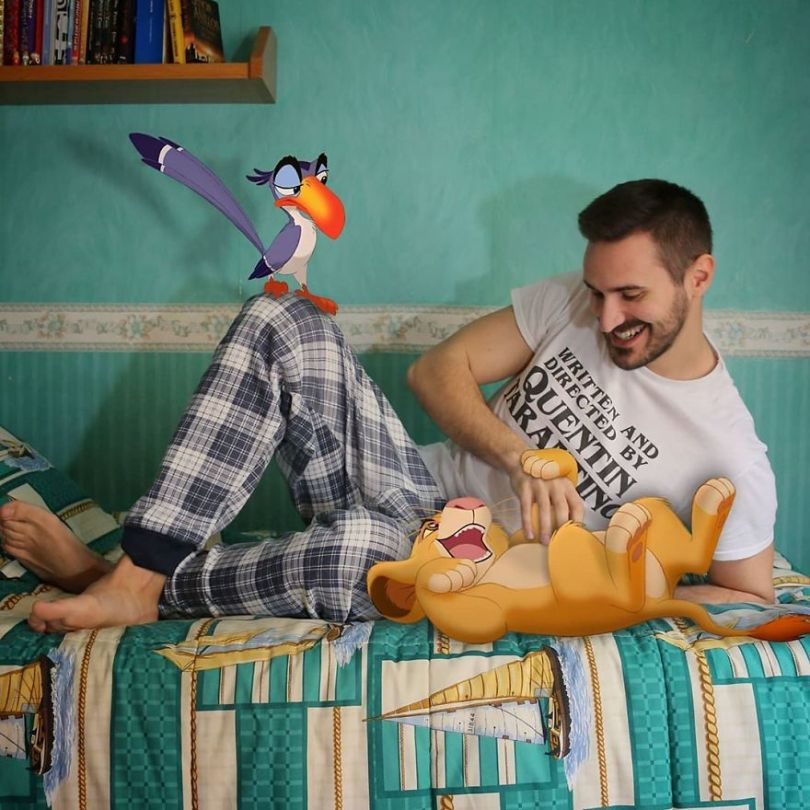 5f6320da27e47 This guy is interacting on adventures with cartoon characters and the result is really fun 5f6062f69a8dd  880 - Artista mostra seu cotidiano com os personagens da Disney