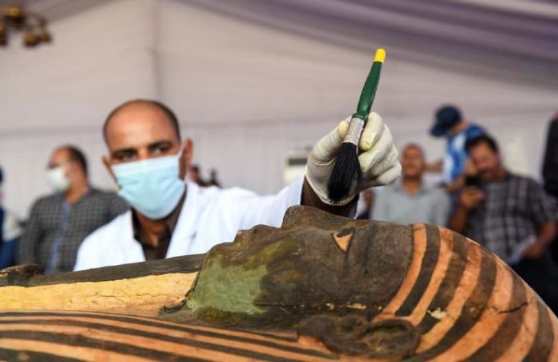 5f841a84e090d 2500 years old mummy tomb opened egypt 6 5f8004cfa992e  700 - Veja o momento em que egípcios abrem um sarcófago de 2.500 anos