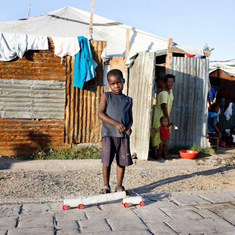 5f9a919d6c2f9 59 5f9933a88443a  880 - Projeto Fotográfico: Crianças posam ao lado de seus brinquedos favoritos