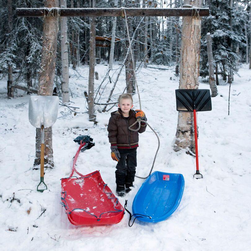 5f9a919ed7886 children toys around world gabriele galimberti 5f9927fa797d3  880 - Projeto Fotográfico: Crianças posam ao lado de seus brinquedos favoritos
