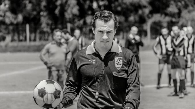 Arbitre, garant de l'artifice footballistique - Extrait du film L'Arbitro
