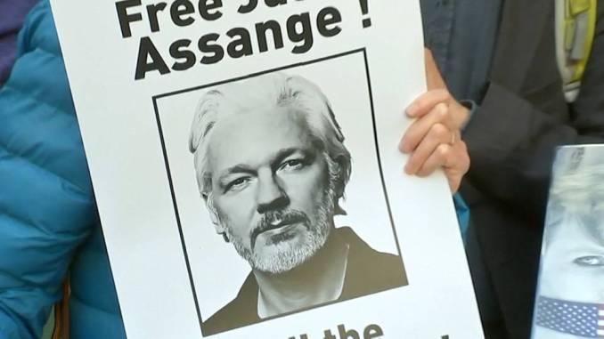 H8 julian assange extradition us wikileaks chelsea manning