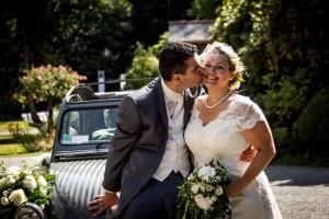 Mariage Audrey & Samuel - Demoiselle capeline wedding planner Bretagne Allan Ploux - Les mariés en 2CV !