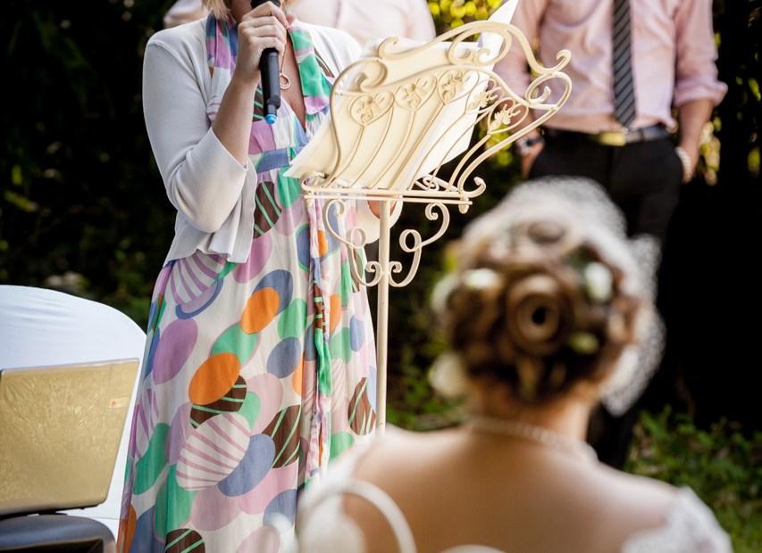 officiante de cérémonie laïque et wedding planner bretagne, demoiselle capeline peut célébrer votre mariage !