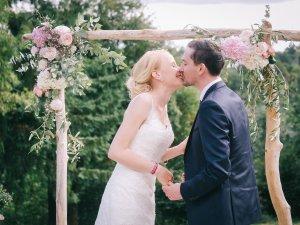 Jorien et Jean-Baptiste - Mariage franco hollandais - Demoiselle capeline wedding planner Bretagne