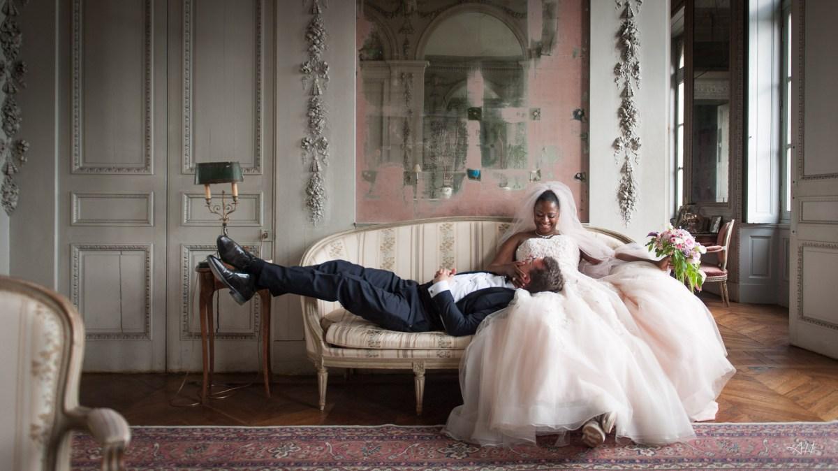 Gaelle et Laurent - Mariage franco gabonais au chateau de Craon - Photographe Antoine Hermange- Wedding planner Rennes - Demoiselle capeline