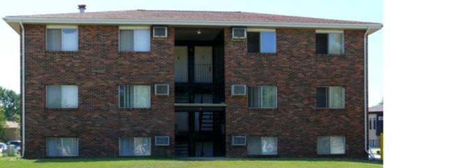 1 2 Bedroom Apartments For In Normal Il