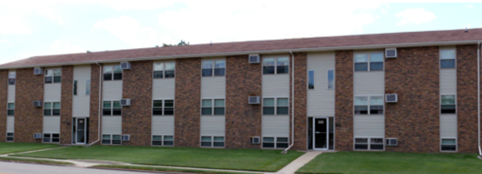 1 and 2 bedroom apartments in bloomington il 500 600 denbesten real estate bloomington for 1 bedroom and den apartments near me