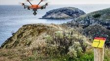 Drone à proximité des falaises intervenant sur la chute d'une victime