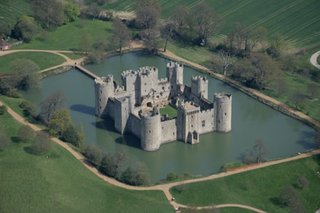 Crossing the Corporate Moat in Growth Hacking