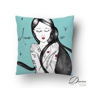 Almofada decorativa ilustrada - Ame-se