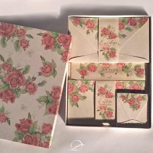 kit presente papelaria 1 - floral rosa - envelope, cartão de felicitação, tag para presente na caixinha