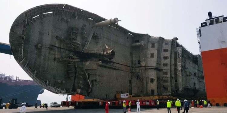Batan Devasa Gemi Tek Parça Halinde Sudan Çıkartıldı