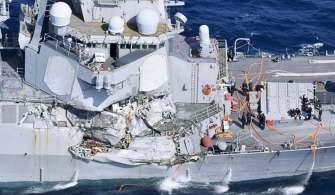 Savaş Gemisi İle Konteyner Gemisi Çarpıştı
