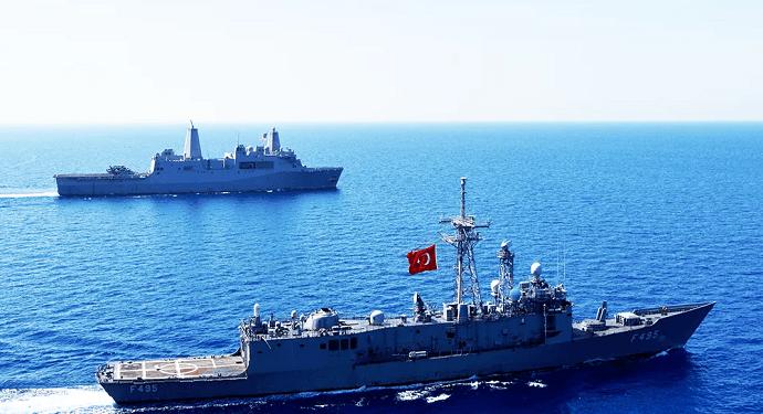 Türk Savaş Gemileri Teyakkuza Geçti