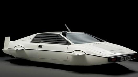 James-Bonds-Submarine-Car1-528x297