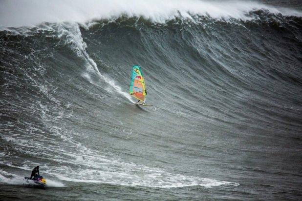 Jason Polakow windsurfs huge Nazare, Portugal on Februar 02, 2016