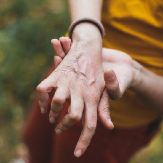 Qual é a relação entre a artrite reumatoide e a higiene oral
