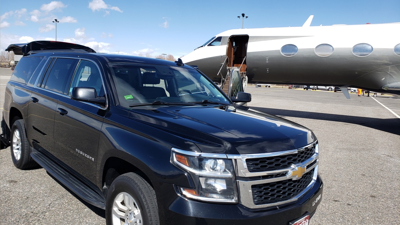 Black SUV picking up a ride from a Denver Metro regional airport