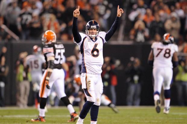 Denver Broncos Jay Cutler (6) holds ...