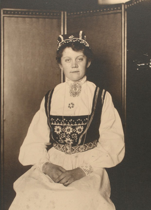 Norwegian woman. Photo courtesy of New York Public Library Digital Collections.