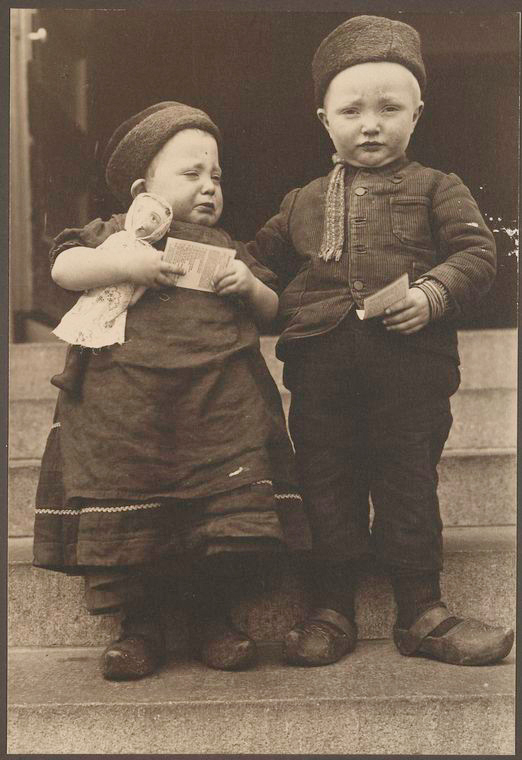 Dutch children. Photo courtesy of New York Public Library Digital Collections.