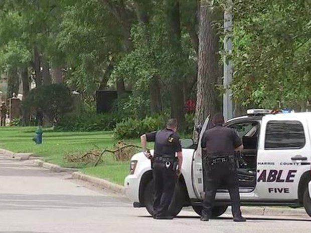 Gunman among at least 2 dead in Houston shooting – The