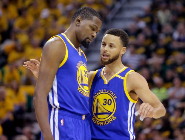 Golden State Warriors' Stephen Curry (30) ...