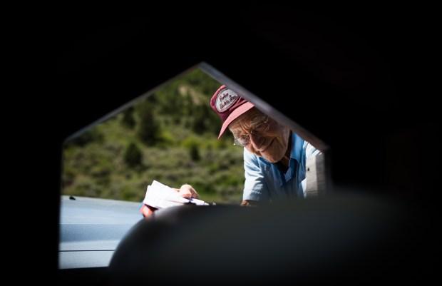 Emory Townsend, 93, loads a mailbox ...