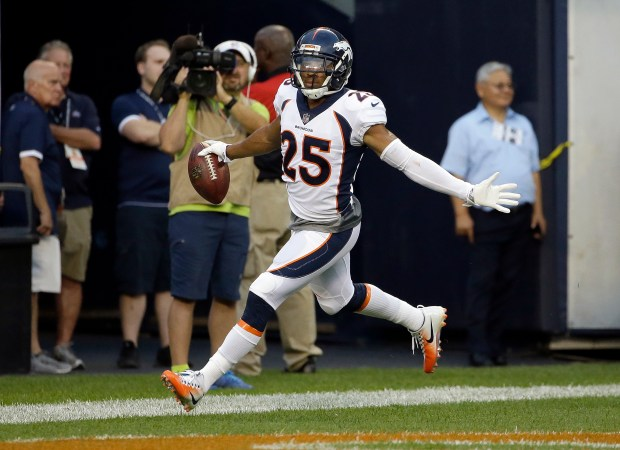 Denver Broncos cornerback Chris Harris (25) ...