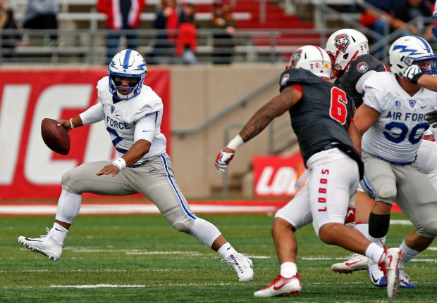 Air Force quarterback Arion Worthman (2) ...