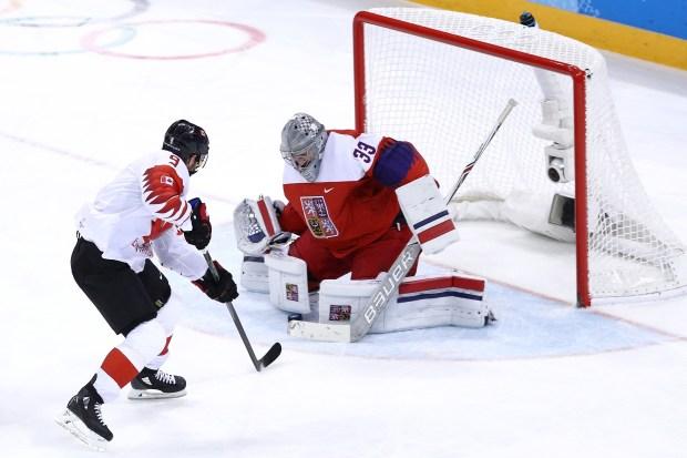 Derek Roy #9 of Canada scores ...